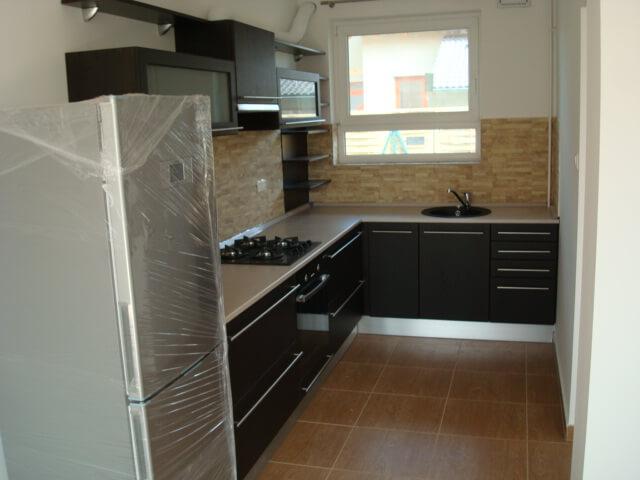 Modern konyhabútor fékezős fiókrendszerrel