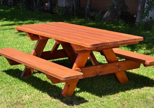 szép kerti pad székekkel