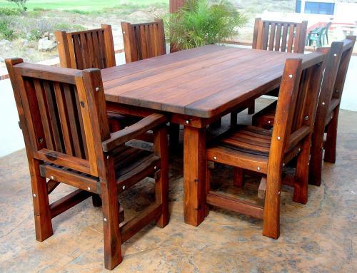 terasz asztal székekkel tömör fából